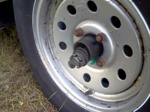 landscape-trailer-axle-blowout-accident